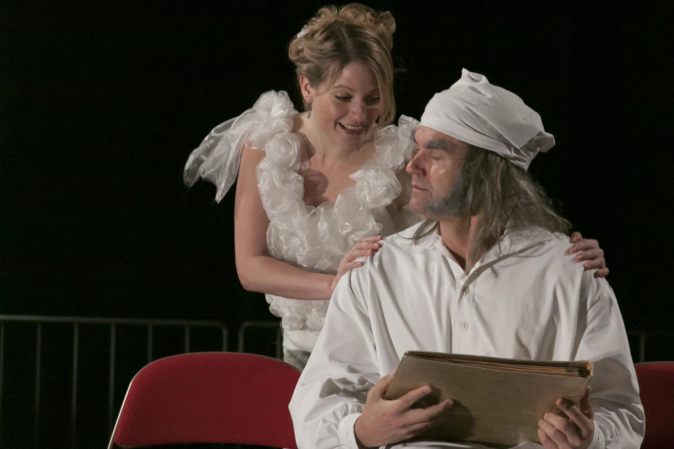Et Juleeventyr-- Scrooge og Den forgangne juls ånd. Peter Jorde og Maja Muhlack.Foto Visti Petersen13[2]